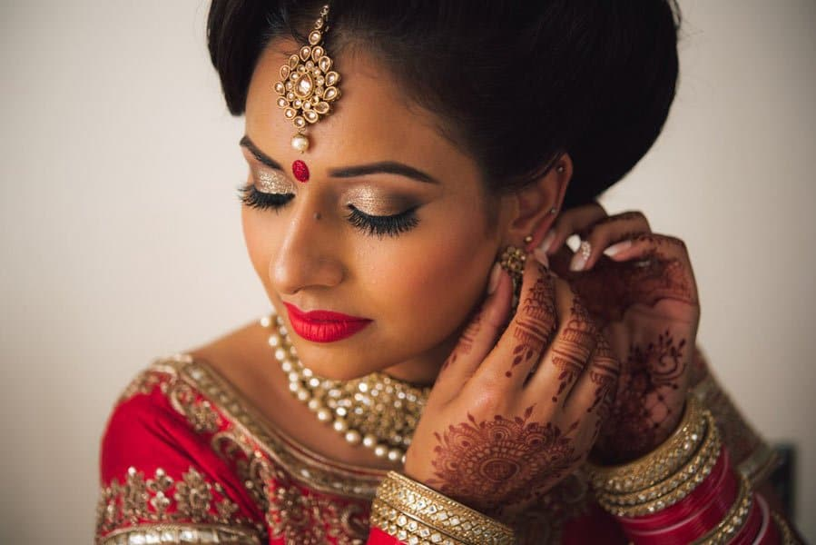 bridal-photo-of-ear-ring